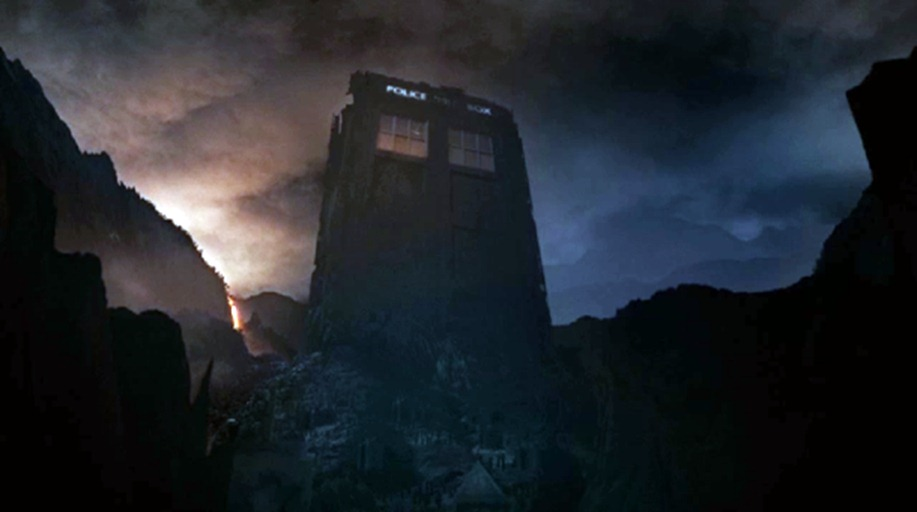 doctor-who-7-13-the-name-of-the-doctor-giant-tardis (1)